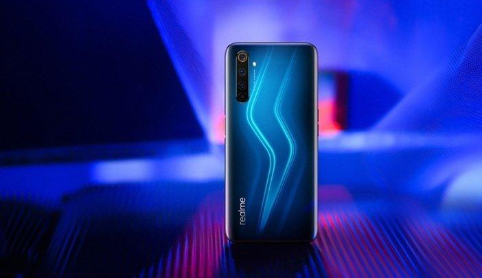 Свои смартфоны фирма Realme выделяет ярким внешним видом и оформлением задней панели