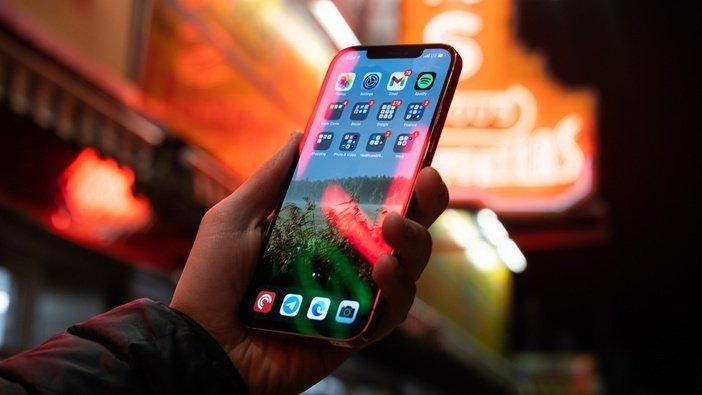 iPhone 12 Pro Max отличается дисплеем и камерами