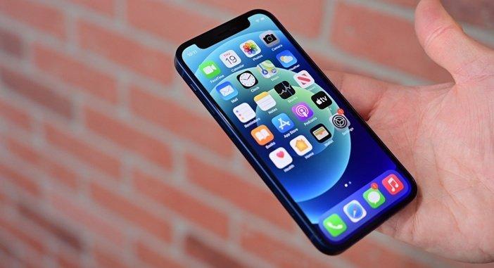 iPhone 12 mini - самый компактный среди флагманских смартфонов всех производителей