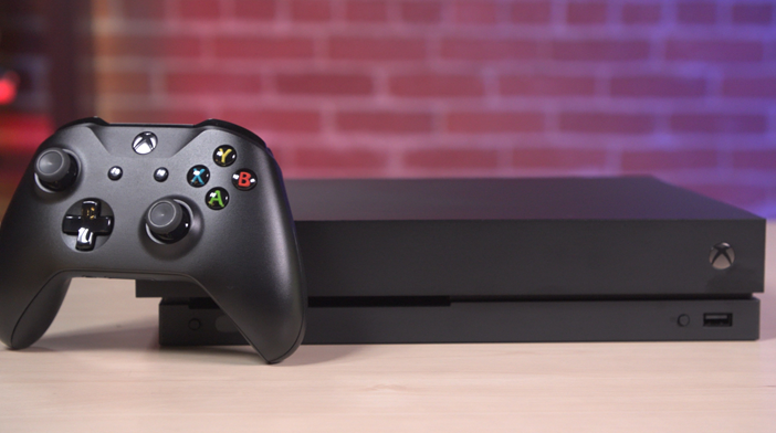 Xbox One X и её контроллер