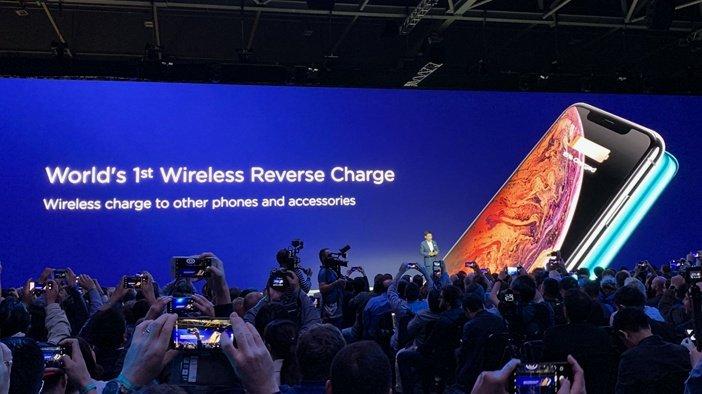 С помощью смартфона Huawei можно заряжать iPhone
