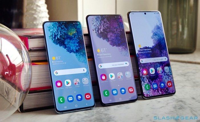 Galaxy S20, S20 Plus и Ultra бок о бок со включённым экраном