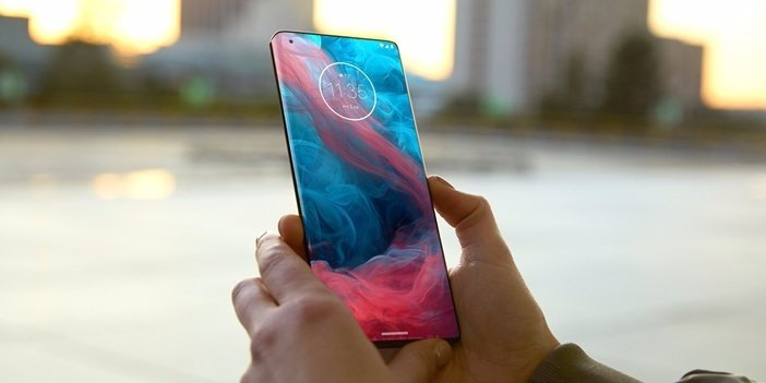 Motorola Edge Plus - лучший смартфон бренда на данный момент