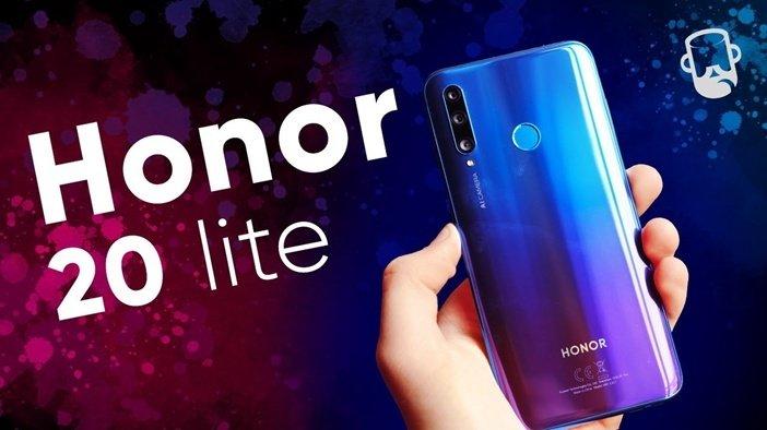 Honor 20 Lite в руке, в отличие от 30 Lite сканер отпечатков здесь сзади