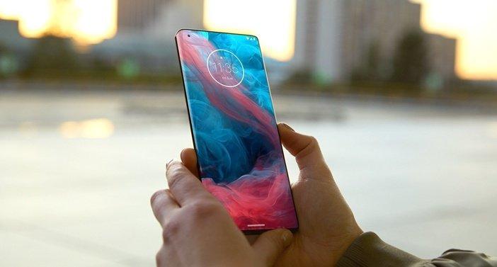 Флагманские смартфоны Motorola скоро получат преемников