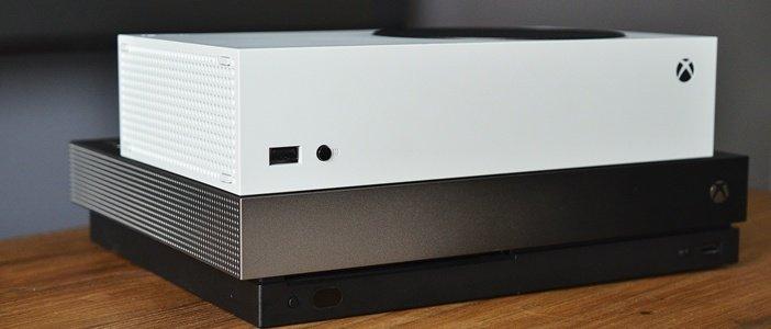 Xbox Series S и One X бок о бок