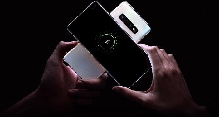 Реверсивная беспроводная зарядка двух смартфонов