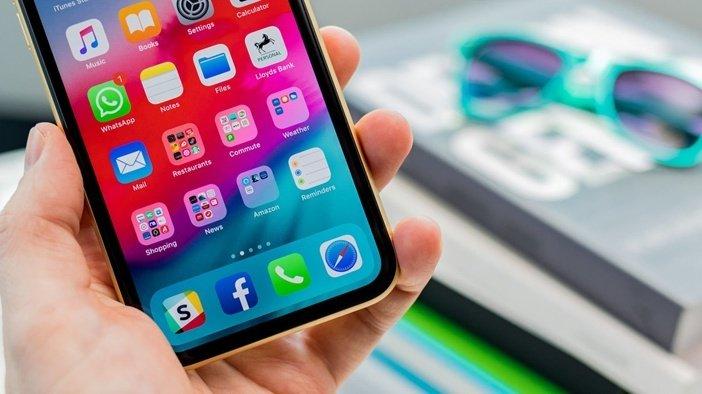 Толстые рамки вокруг дисплея в iPhone XR