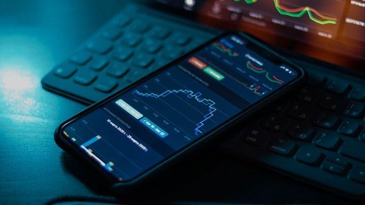 Продажи смартфонов в мире и России